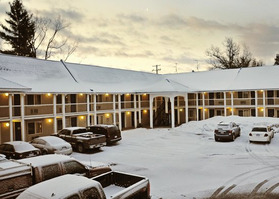 Travelodge Traverse City: Back exterior view from 2nd floor corridor midsection. Early March morning