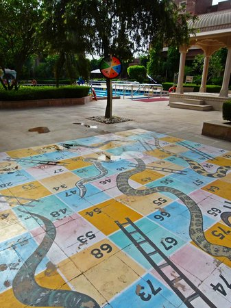 ITC Rajputana, Jaipur: Kids snakes and ladders game