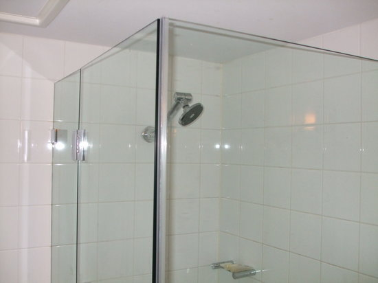 Hotel Ibis Perth: shower