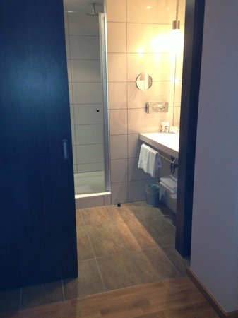 Mercure Warszawa Grand: Nice bathroom