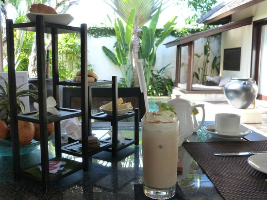 Villa Air Bali Boutique Resort & Spa: Afternoon tea served in the villa
