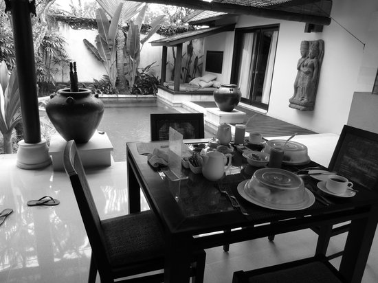 Villa Air Bali Boutique Resort & Spa: breakfast served in villa