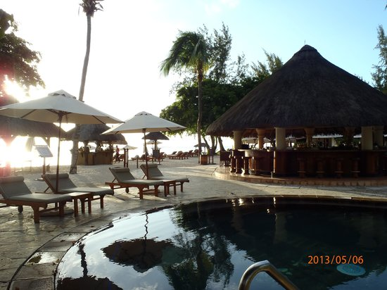 Hilton Mauritius Resort & Spa: la piscine proche du bar