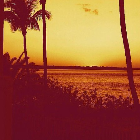 Sanibel Harbour Marriott Resort & Spa: Sunset from Charley's Cabana Bar