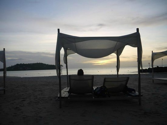Rendezvous Resort: Picturesque view from the beds eith canopies