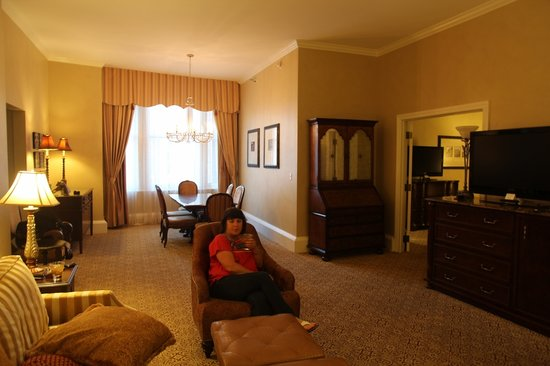 The Roosevelt New Orleans, A Waldorf Astoria Hotel: Mary enjoying our room