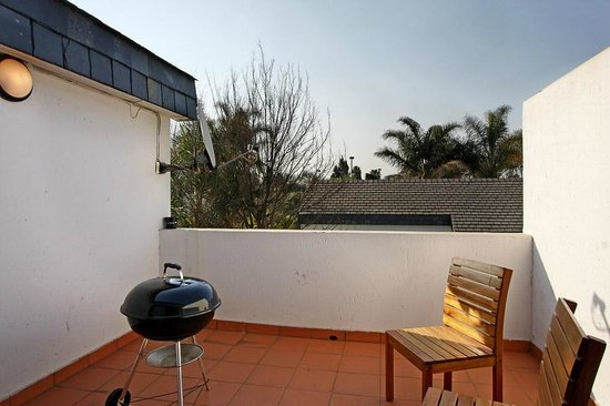 Benoni, Sør-Afrika: Patio with barbeque and braai facilities