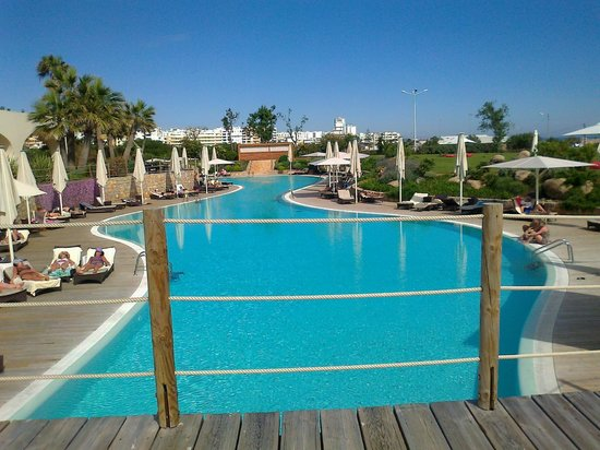 Crowne Plaza Vilamoura - Algarve: The simmering pool in the late afternoon sun. Mmmmmm.