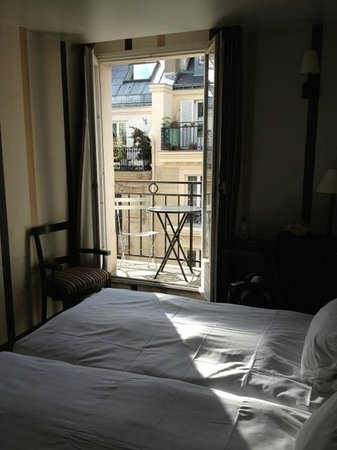 Hotel Europe Saint Severin: Room - small but very clean