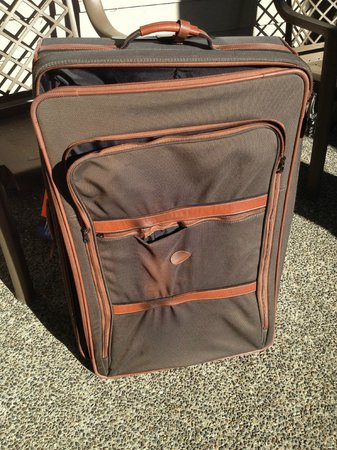 Courtenay, Canada: The Baked and Smoldered Suitcase