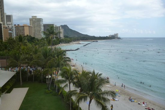 Moana Surfrider, A Westin Resort &amp; Spa: View of Waikik from our room