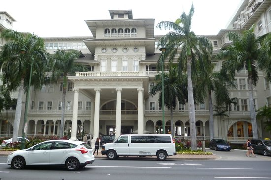 Moana Surfrider, A Westin Resort &amp; Spa: Hotel front