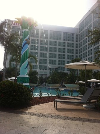 Hilton Orlando: Out by the pool