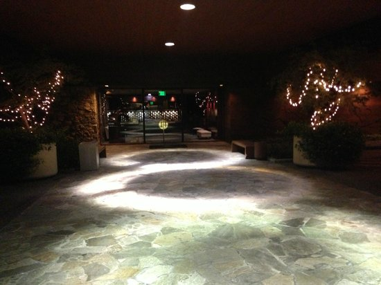 Fountaingrove Inn: Outside the dining room area