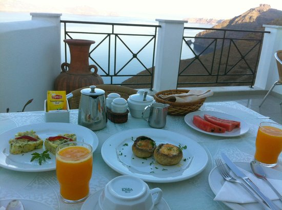Villa Renos: breakfast with a view