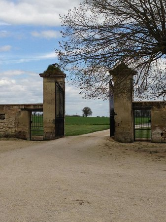 Loire Valley Retreat: Gate at entrance