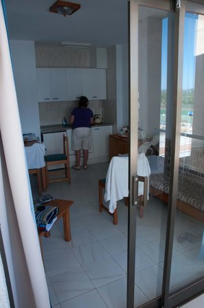 Apartments Arcos Playa: Lounge / Kitchenette