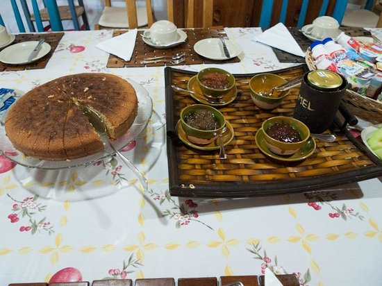 Sao Teotonio, Portugalia: Breakfast cake and jams