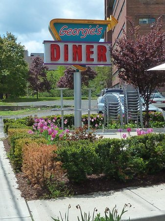 West Haven, CT: plenty of parking on both sides of the diner