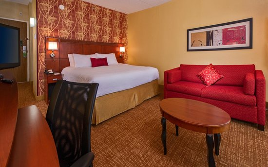 Courtyard by Marriott Richmond West : King Guest Room