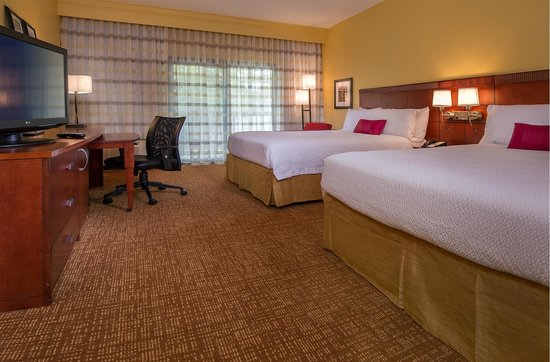 Courtyard by Marriott Richmond West: Guest Room
