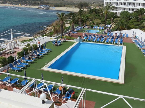 Mellieha Bay Hotel: View from sun terrace