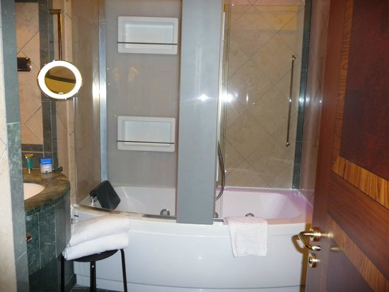 Hotel Manfredi Suite in Rome: The bath of the suite