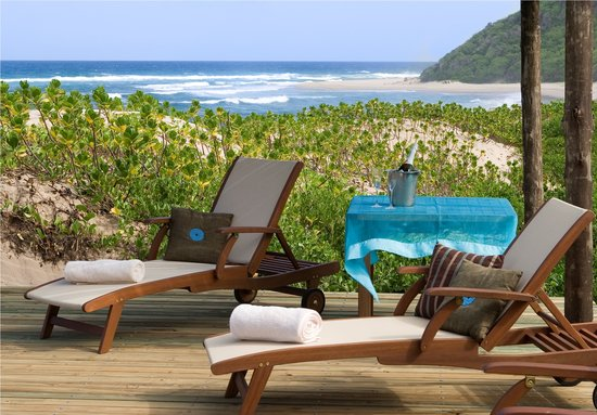 Thonga Beach Lodge: Relax on the deck