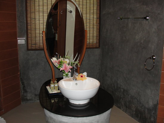 Aonang Phu Petra Resort, Krabi: most lovely bathroom