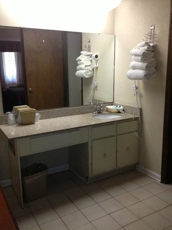 Hotel Aiken: Courtyard Double - Bathroom