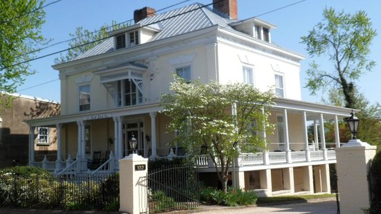 200 South Street Inn