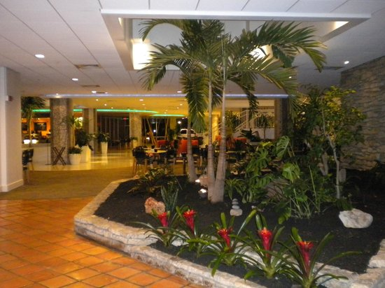 El Tropicano Riverwalk Hotel: Lobby