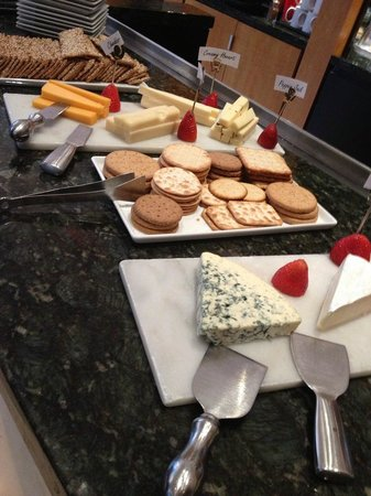 Hotel Giraffe: cheese reception