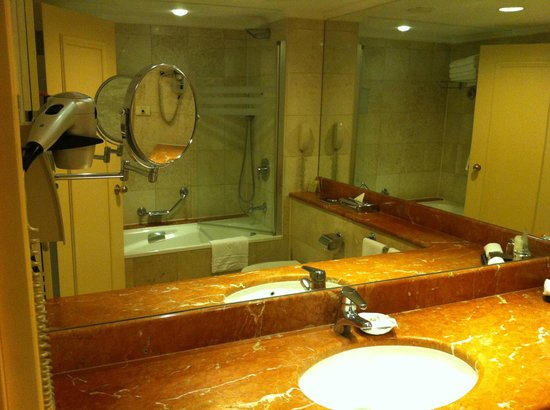 InterContinental David Tel Aviv: Bathroom