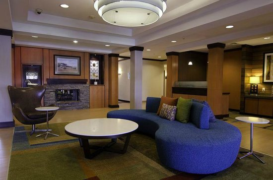 Fairfield Inn & Suites Saratoga - Malta: Lobby