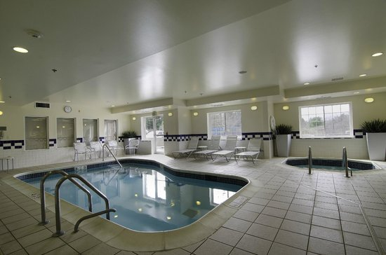 Fairfield Inn &amp; Suites Saratoga - Malta: Heated Indoor Pool and Whirlpool