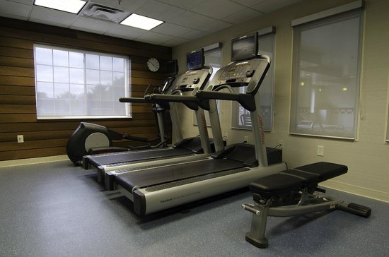 Fairfield Inn &amp; Suites Saratoga - Malta: Exercise Room