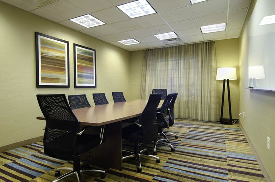 Fairfield Inn & Suites Saratoga - Malta: Executive Boardroom