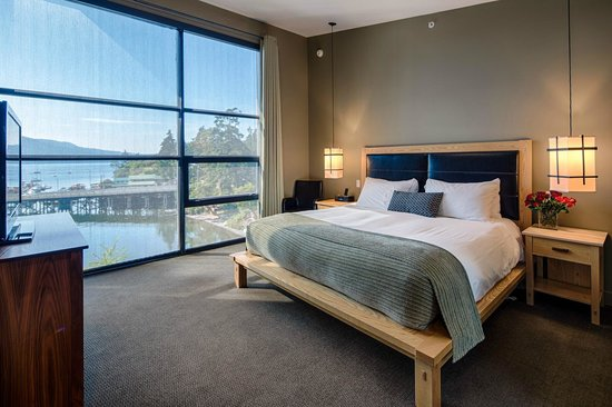 Brentwood Bay Resort &amp; Spa: One Bedroom Suite