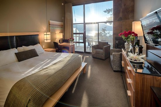 Brentwood Bay Resort &amp; Spa: OceanSuite
