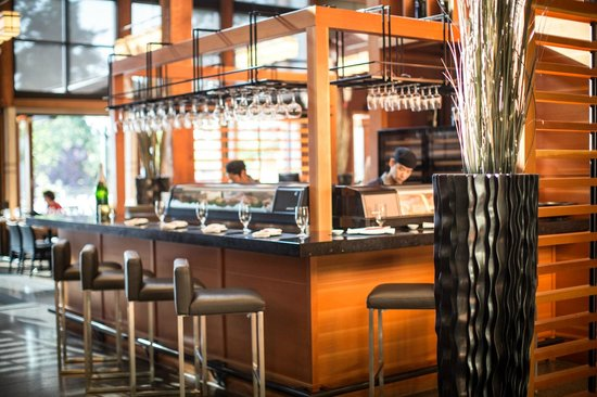 Brentwood Bay Resort &amp; Spa: Sushi Bar
