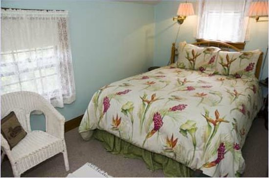 Vineyard Haven, MA: Room 15 (Shot two)