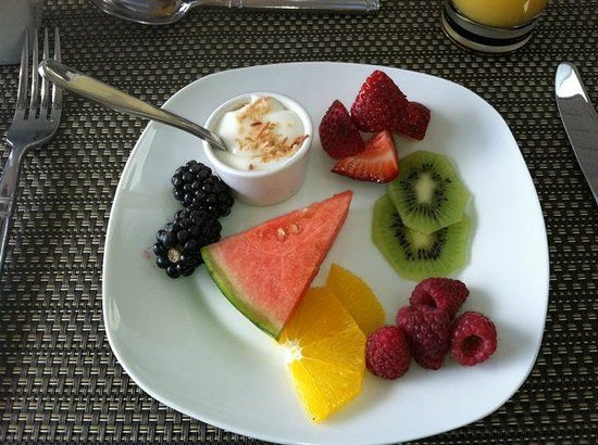 A View of the Lake: Absolutely wonderful fruit plate for breakfast!