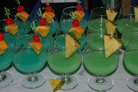 ‪‪Turtle Beach by Elegant Hotels‬: Dinner drinks‬