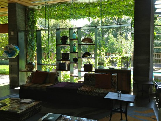 Healdsburg, CA: adorable lobby sitting area