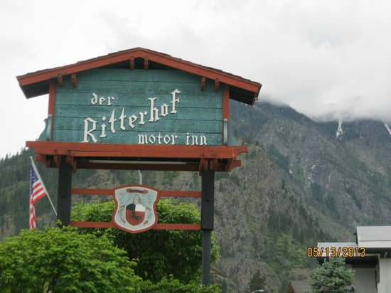 Der Ritterhof Motor Inn: The sign