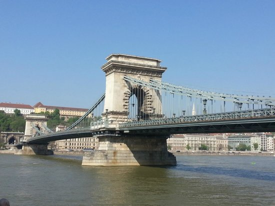 Sofitel Budapest Chain Bridge: Chain Bridge right by the hotel