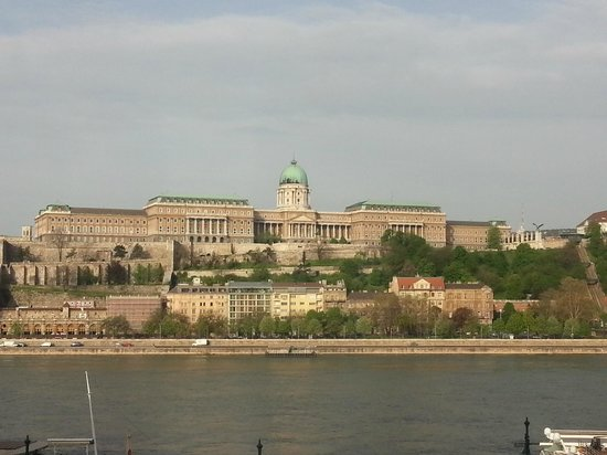 Sofitel Budapest Chain Bridge: Palace view from the room