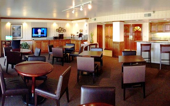 Ontario International Airport Hotel: Executive Level Concierge Lounge