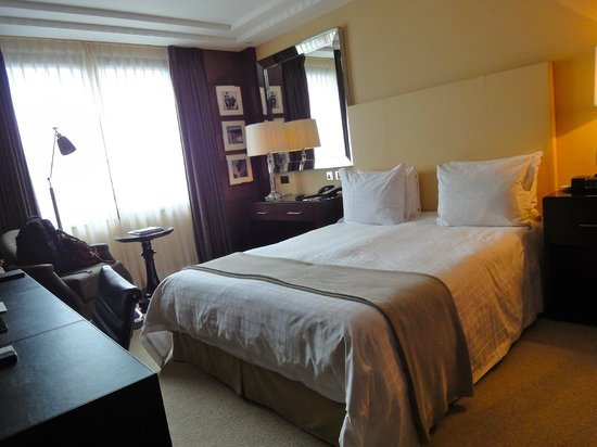 Four Seasons Hotel London at Park Lane : Heavenly bed